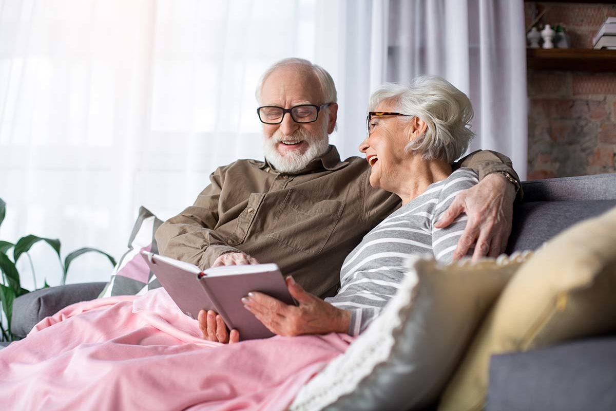 Téléassistance senior : Équipez une personne dans le besoin