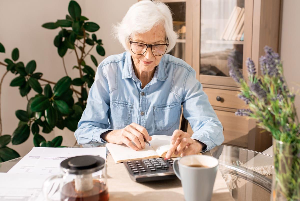 Comment bénéficier d'un abattement d'impôt pour personnes âgées ?